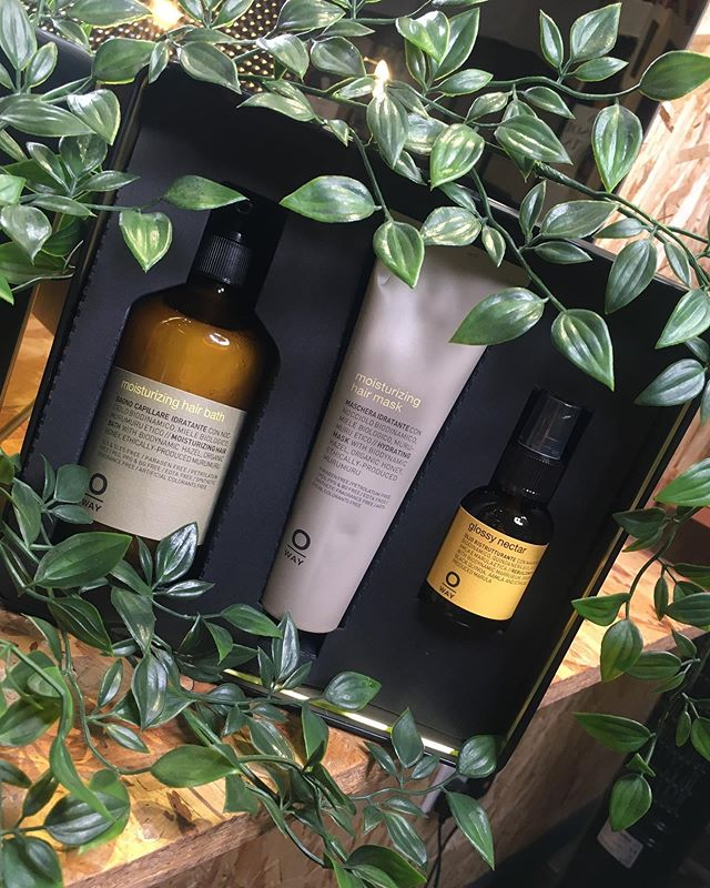 COMPETITION TIME 🕺🏻 As you guys know, we have recently started stocking the lovely @oway_ireland products. Oway is a line of products which is made on a biodynamic farm in Italy and is fair trade. Oway are also very environmentally aware using aluminum for packaging instead of single use plastic(yasss). They use blends of essential oils for natural fragrancing(so fab).Can you tell how much we are LOVING this brand!?!?-their ethos and their delicious products ❤️ for a chance to win this Oway box set containing a moisturizing shampoo,mask and rebuilding oil all you have to do is like this post,follow @aviarylanedublin follow @oway_ireland and tag your best pals 👯  winner will be announced next week so keep your eye out 🤓 #aviarylane #hairdressing #salon #dublin #oway  #holistic #organic #fairtrade