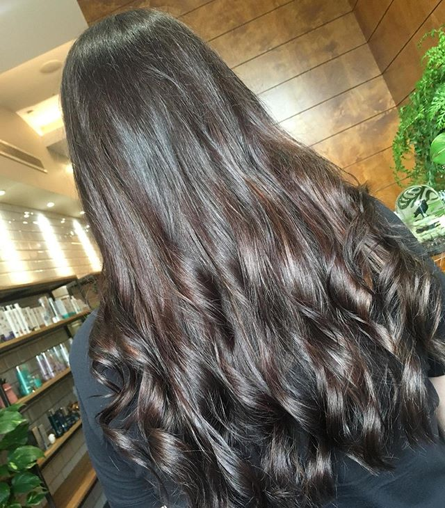 Total transformation to the dark side for Graces client Lauren 😍😍 swipe to see the before image ➡️➡️ #aviarylane #brunette #transformation #wella