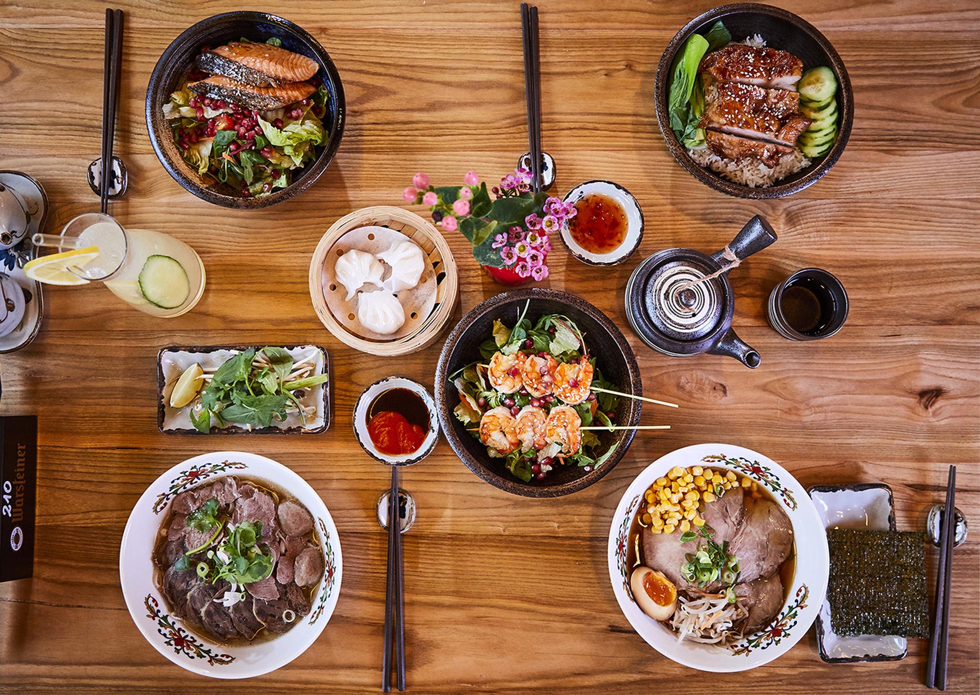 Lunch - Habt ihr Lust zum Mittagessen unsere Rice-Bowls, Sushi-Bento-Boxen und Nudelsuppen zu probieren? Ob direkt im Lokal oder zum Abholen, unsere frisch zubereiteten Mittagsmenüs sind von Mo - Fr an Arbeitstagen von 12:00 bis 16:00 Uhr erhältich.