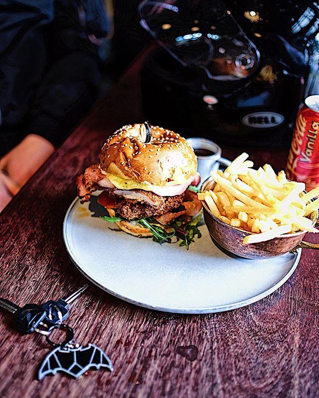 Batman's in Town! #lunch#sydneyfood #cafe#cafefood#burger#brunch#sydney#sydneyfoodie #foodbloger#sydneyfood #artarmon