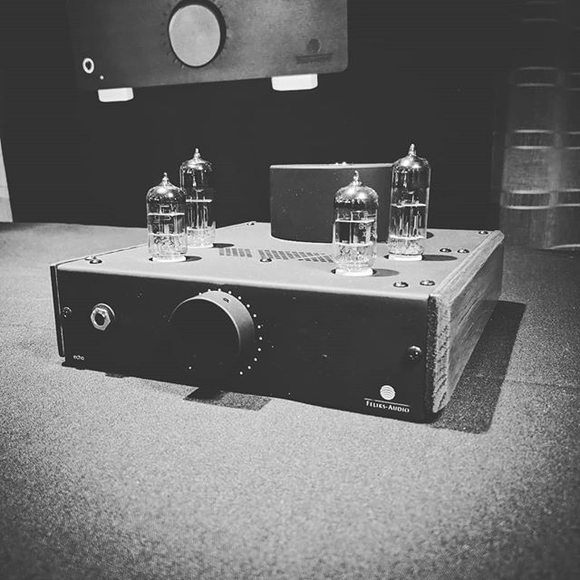 The Feliks Audio Echo is a serious tube headphone amp with real chops for just $679 retail. @feliksaudio Take a listen at Headspace booth 65 @rmafdenver  #hifi #rmaf #audioporn #audiophile #personalaudio #headphones