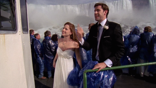 Niagara-Falls-Jim-and-Pam-get-married-on-The-Office-8.png