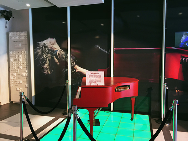 The-Red-piano-at-the-Taylor-Swift-Experience-at-the-Grammy-Museum-at-LA-Live-photo-by-Live-the-Movies.jpg