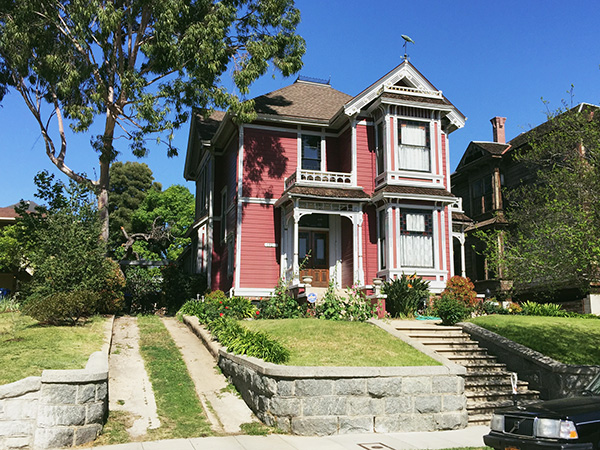 Halliwell-House-from-Charmed-photo-by-Live-the-Movies.jpg