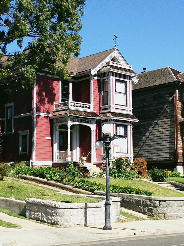 Halliwell-House-from-Charmed-photo-by-Live-the-Movies-2.jpg
