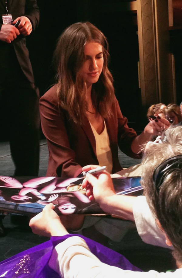 Allison-Williams-signing-autographs-at-Girls-PaleyFest-panel-2015-photo-by-Live-the-Movies.jpg