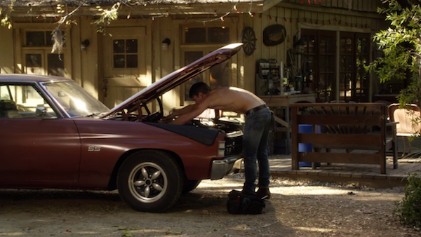 wade-shirtless-in-front-of-cabin-from-hart-of-dixie.png