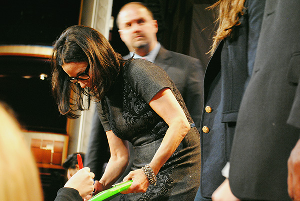 Julia-Louis-Dreyfus-signing-autographs-at-Veep-PaleyFest-2014-photo-by-Live-the-Movies.jpg