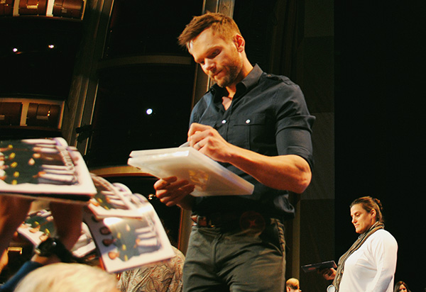 Joel-McHale-signing-autographs-at-Community-PaleyFest-panel-photo-by-Live-the-Movies.jpg
