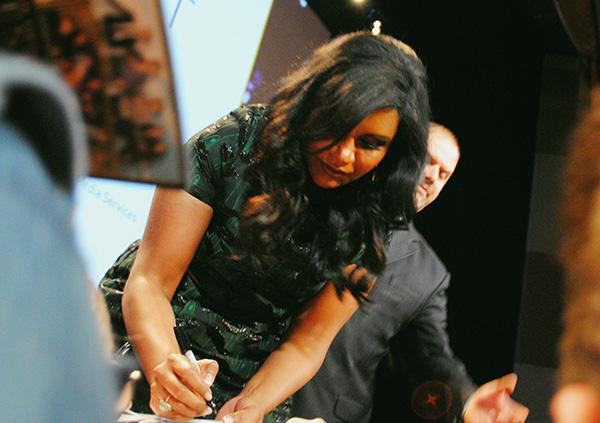 Mindy-Kaling-signing-autographs-at-Mindy-Project-PaleyFest-2014-photo-by-Live-the-Movies.jpg