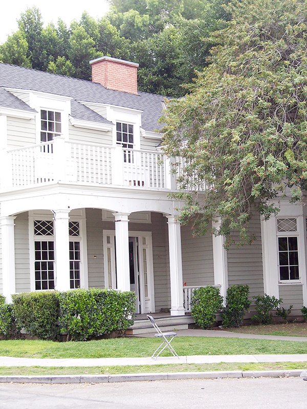 emilys-house-from-pretty-little-liars-by-live-the-movies-1.jpg