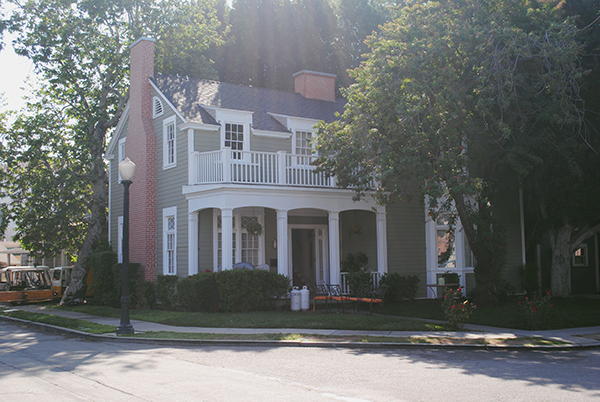 emilys-house-from-pretty-little-liars-by-live-the-movies-2.jpg