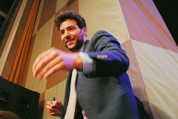 Josh-Radnor-2-signing-autographs-at-2014-PaleyFest-Farewell-How-I-Met-Your-Mother-Live-the-Movies.jpg