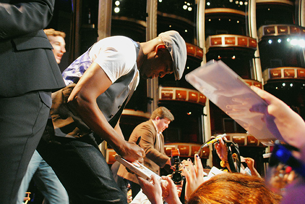 Wayne-Brady-signing-autographs-at-2014-PaleyFest-Farewell-How-I-Met-Your-Mother-Live-the-Movies.jpg