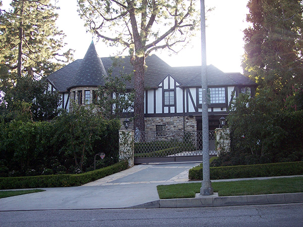 Dionnes-House-from-Clueless-by-Live-the-Movies.jpg