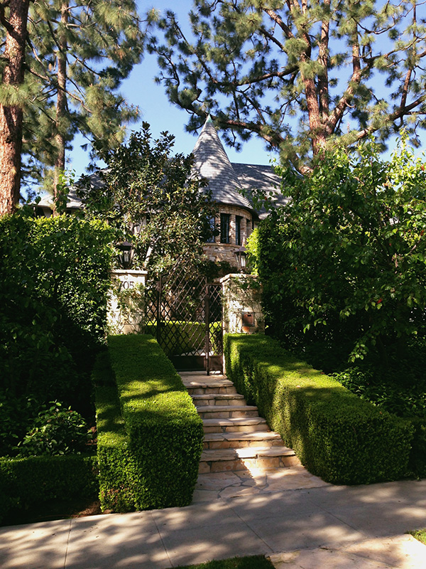Dionnes-House-from-Clueless-photo-by-Live-the-Movies-2.jpg