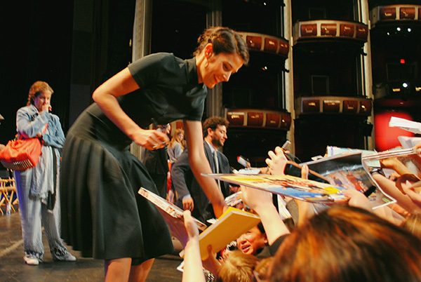 Cobie-Smulders-signing-autographs-at-2014-PaleyFest-Farewell-How-I-Met-Your-Mother-Live-the-Movies.jpg