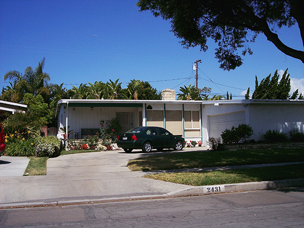 House-Where-Deb-and-Dexter-Grew-up-with-Harry-by-Live-the-Movies.jpg