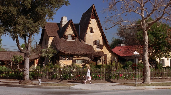 Beverly-Hills-Witchs-House-from-Clueless-2.png