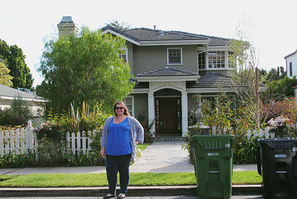 Christina-LeBlanc-at-Dunphy-House-from-Modern-Family-Claire-Phil-by-Live-the-Movies.jpg