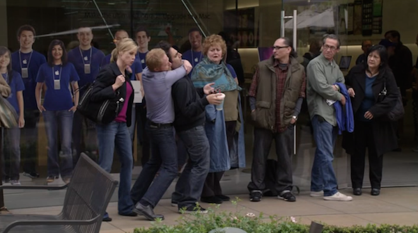 Apple-Store-at-The-Grove-from-Modern-Family-9.png