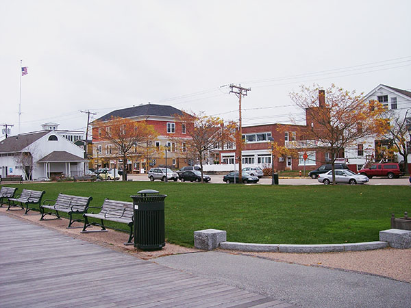 Mystic-Pizza-CT-downtown-park-by-Live-the-Movies.jpg