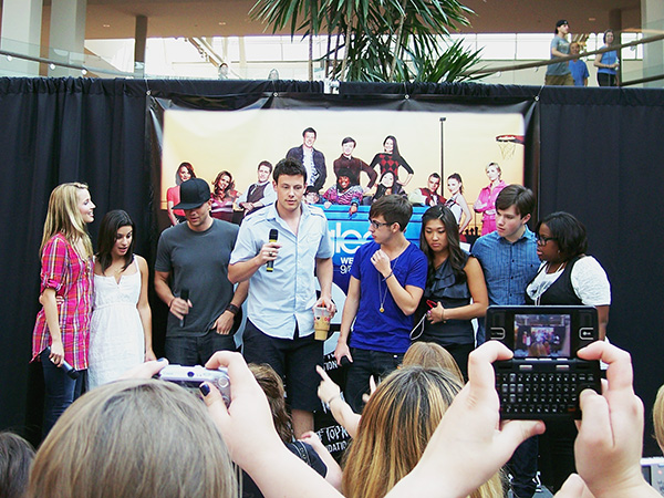 Glee-Cast-Glee-Mall-Gleek-Tour-photo-by-Live-the-Movies.jpg