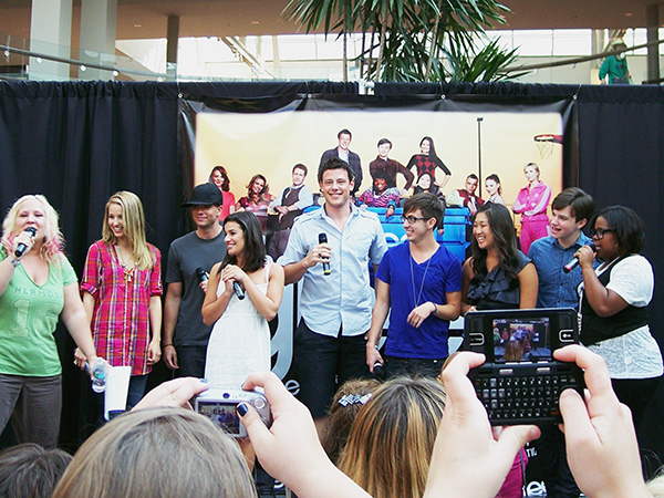 Glee-Cast-2-Glee-Mall-Gleek-Tour-photo-by-Live-the-Movies.jpg