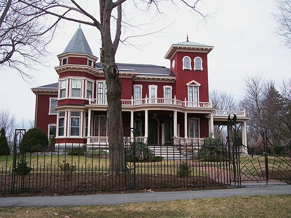 Stephen-King-House-Bangor-Maine-Live-the-Movies.jpg