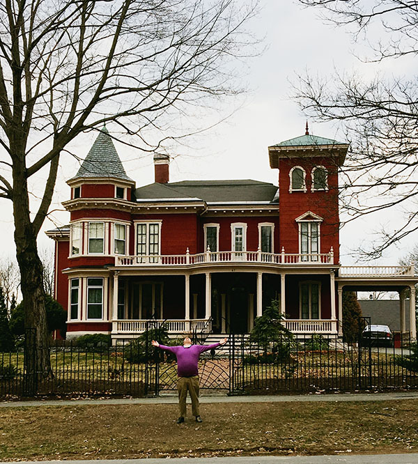 Aaron-Morse-at-Stephen-Kings-house-by-Live-the-Movies.jpg