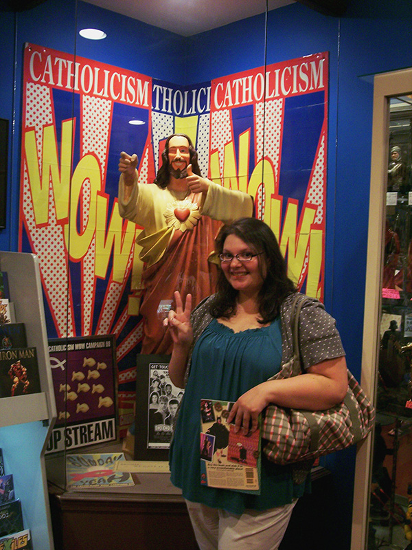 Christina-LeBlanc-with-Buddy-Christ-at-Jay-and-Silent-Bobs-Secret-Stash-for-Live-the-Movies.jpg