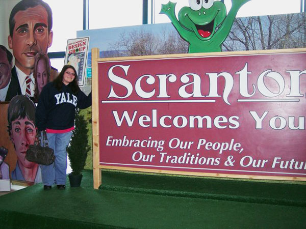 Christina-LeBlanc-with-Welcome-to-Screnton-sign-from-The-Office-by-Live-the-Movies.jpg