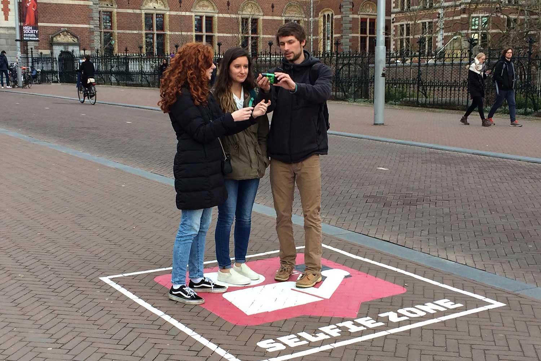 Selfie zone  verbetert de openbare veiligheid in de buurt van het drukke fietspad.  Download evaluatierapport hier