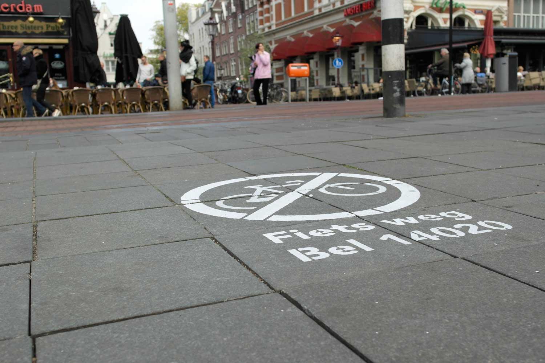 Fiets weg -campagne vermindert fietsparkeerprobleem op het Rembrandtplein met 90% in slechts twee weken.