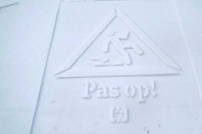 Sneeuw en zand stempelen - Sneeuw en zand zijn het perfecte canvas om te printen. Ze laten niets achter, zijn gemakkelijk te printen en maken geweldige inhoud voor uw communicatiekanalen. U kunt gemakkelijk duizend afdrukken per dag printen. Duur: een paar uur tot een paar dagen (afhankelijk van het weer)Neem contact met ons op