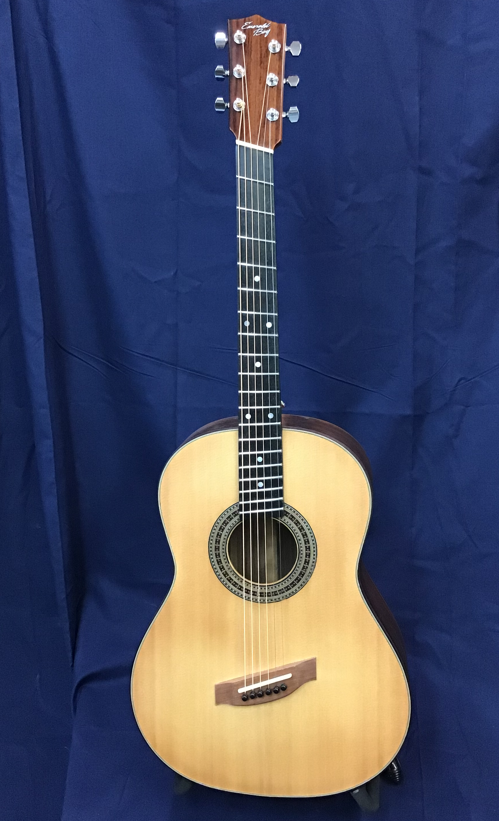 Parlor Fanfret Guitar.png