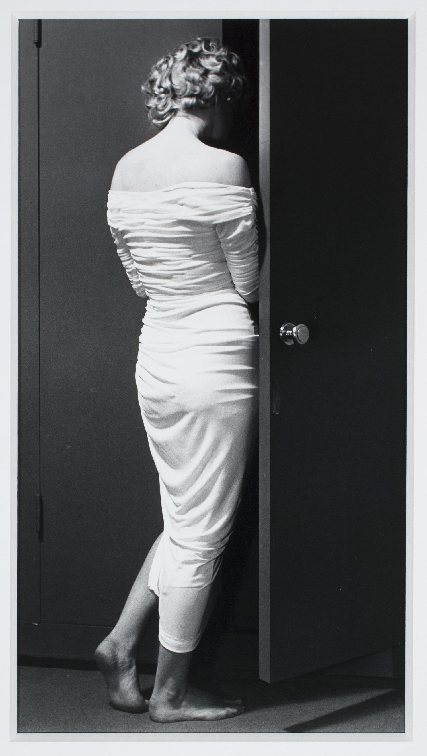 HalsmanPhilippe-MarilynClosed1956.jpg