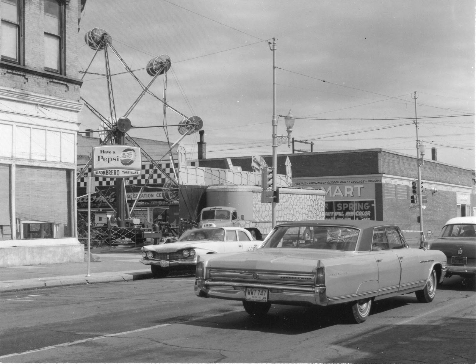 Carnival-rides-on-Alder-St-between-2nd-3rd-May-6-1966-11.jpg