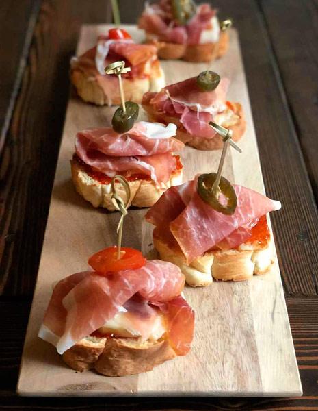 caramelized-goat-cheese-crostini-web.jpg