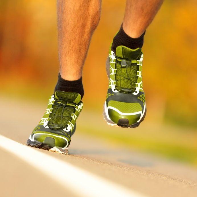16663942_M_running_feet_Sneakers_Legs.jpg