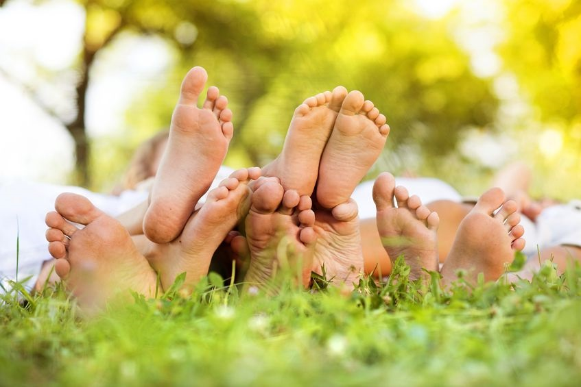 21228603_M_Feet_Family Feet_Grass_Spring.jpg