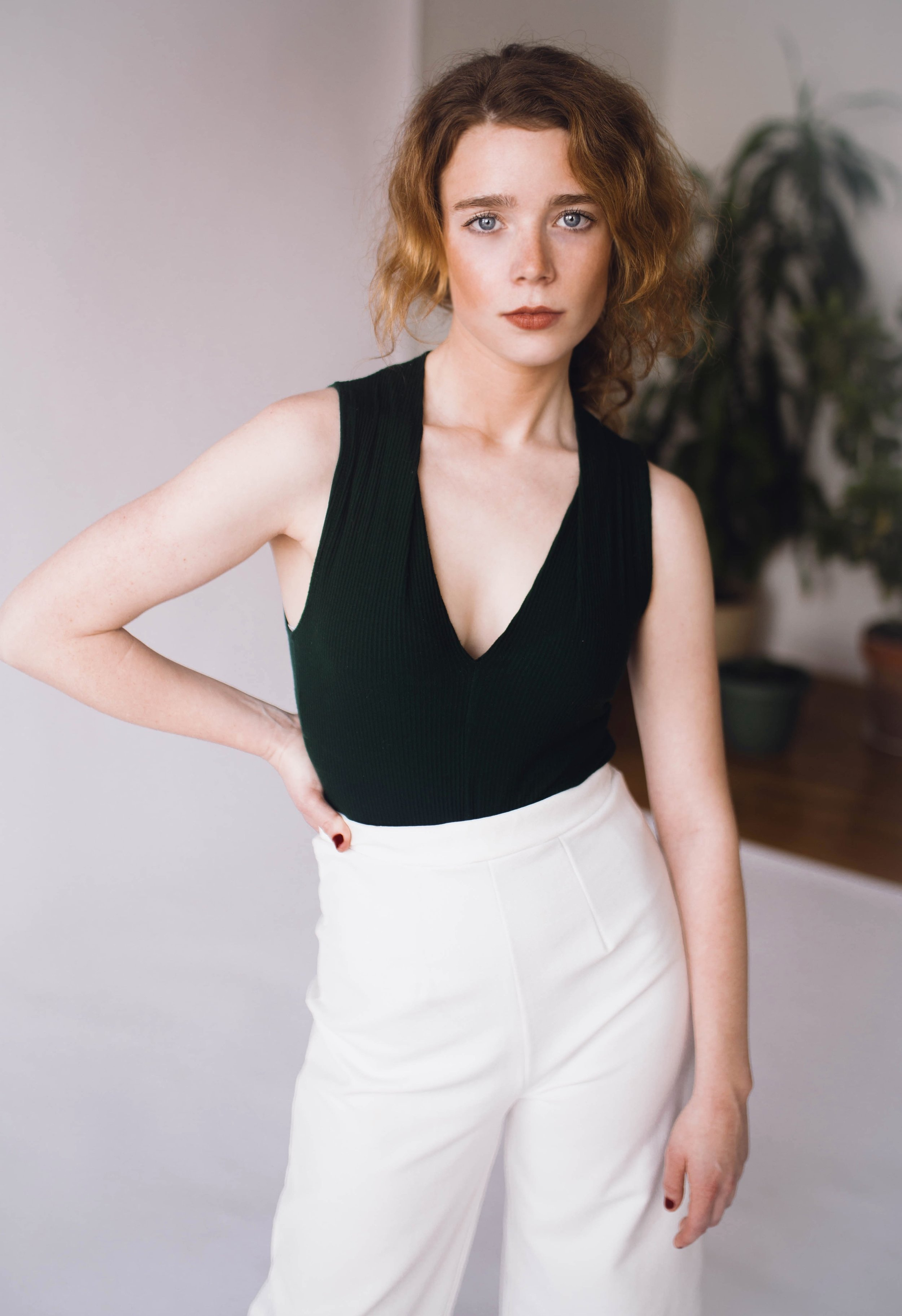 olivia white pants (1 of 1).jpeg