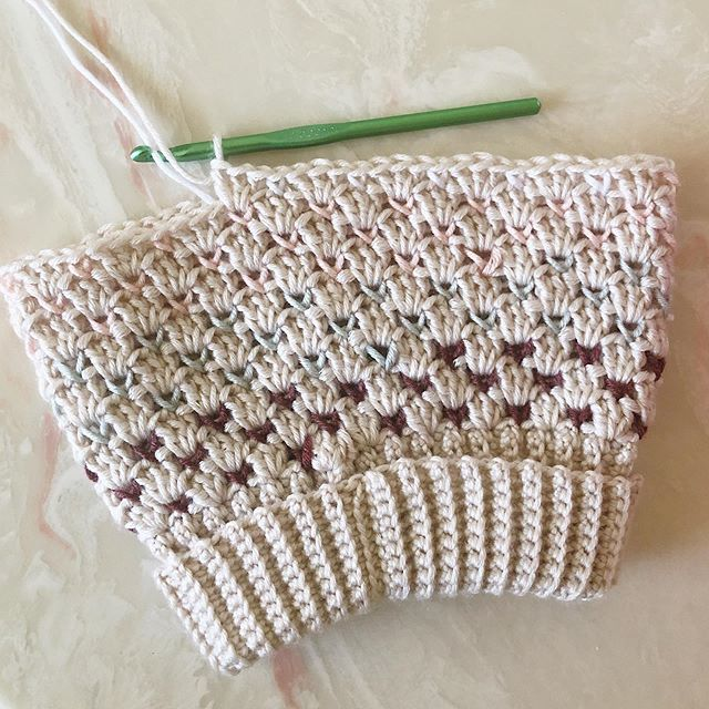 I stumbled across a bag of yarn I bought last year and it had some Bamboo #CaronXPantone yarn in it. Why didn't anyone tell me it calls for a size 5 mm crochet hook? 🤦🏽‍♀️ I unraveled it and I was so confused. I was scrambling through my pattern notes wondering if I wrote down the wrong hook size 😅 Anyway, I'm working up a modified #SheldonOmbreSlouch for a toddler. It's soooo soft and dreamy 🥰 ••• Hat: Fold-Over Sheldon Ombré Slouch Pattern: #SheldonSlouch by @larjcrochets Yarn: #CaronXPantoneBamboo • • • #LarJcrochets #crochet #crochetaddict #crochetersofinstagram #instacrochet #thehooknookers #crochetlife #makersgonnamake #makerstribe #crochetfairisle #fairislecrochet #ShellStitch #crochetpattern