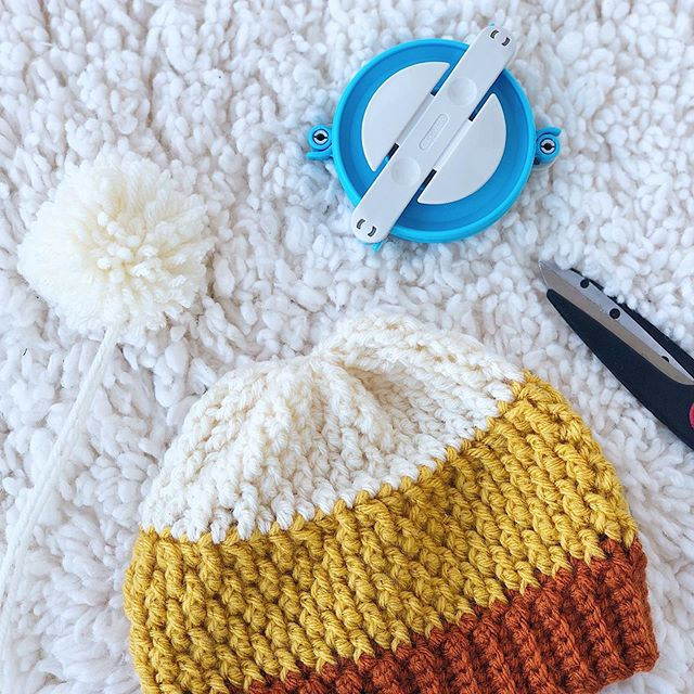 Does anyone still use #pompom makers? 👀 ••• Hat: #PumpkinSpiceBeanie Pattern: Not yet written Yarn: #VannasChoice • • • #LarJcrochets #crochet #crochetaddict #crochetersofinstagram #instacrochet #thehooknookers #crochetlife #makersgonnamake #makerstribe #crochetgirlgang #candycorn #crochethat