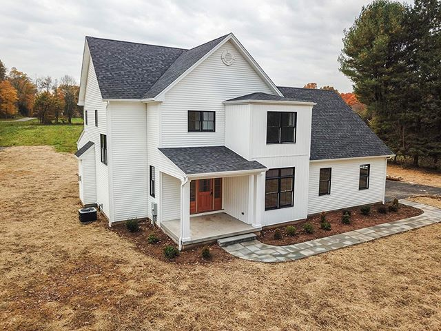 We can't wait to see this newly finished Pinnacle Land Development home when it's fully landscaped. 🌳 The modern design combined with thoughtful New England touches has made this stunning home one of our favorites! ▫️ #connecticutrealestate #newhomes #cheshire #cheshirect #residentialdevelopment #pinnaclelanddevelopment #clearviewfarmpreserve #subdivision #cthomes #property #realestate #homebuyers #dreamhome #realtor #ctliving #connecticut #ctrealestate #newconstruction #newconstructionhomes #connecticut