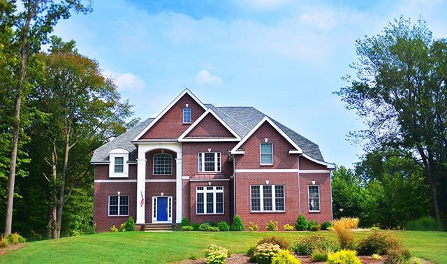 We are captivated by these stunning exterior photos of previously built homes by Pinnacle Land Development. The striking roof lines, beautiful windows allowing great natural light, and impressive entryways are giving us all the #inspo we need to imagine our dream home! 🏡  #connecticutrealestate #newhomes #cheshire #cheshirect #residentialdevelopment #pinnaclelanddevelopment #exteriorarchitecture #exteriordesign #cthomes #property #realestate #homebuyers #dreamhome #realtor #ctliving #connecticut #ctrealestate #newconstruction
