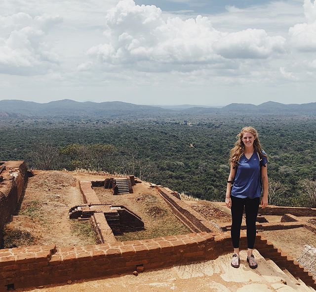 Backpacking around Sri Lanka and it is incredible... yesterday I hiked up the 8th wonder of the world !!!