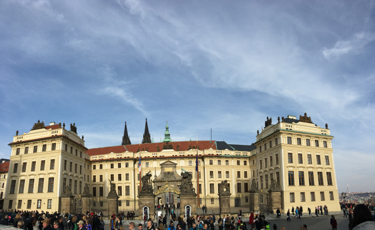 prague-castle-front-pano.jpg