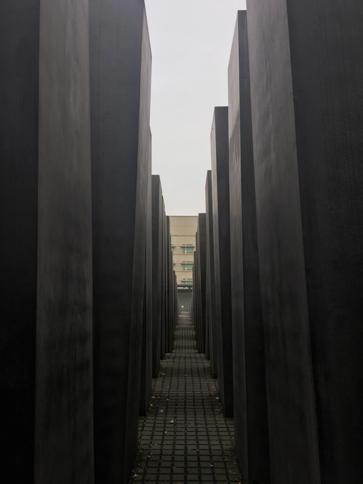 monument-for-the-mudered-jews-3.jpg