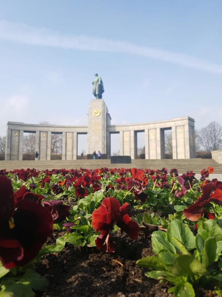 soviet-red-army-memorial-flower-close-up.jpg